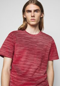 Missoni - SHORT SLEEVE - T-shirt con stampa - red - 3