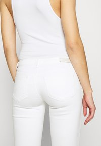 ONLY - ONLCORAL SKINNY ANK DEST  - Jeans Skinny Fit - white - 5