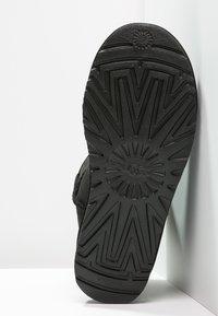 UGG - CLASSIC MINI - Kotníkové boty - black - 5