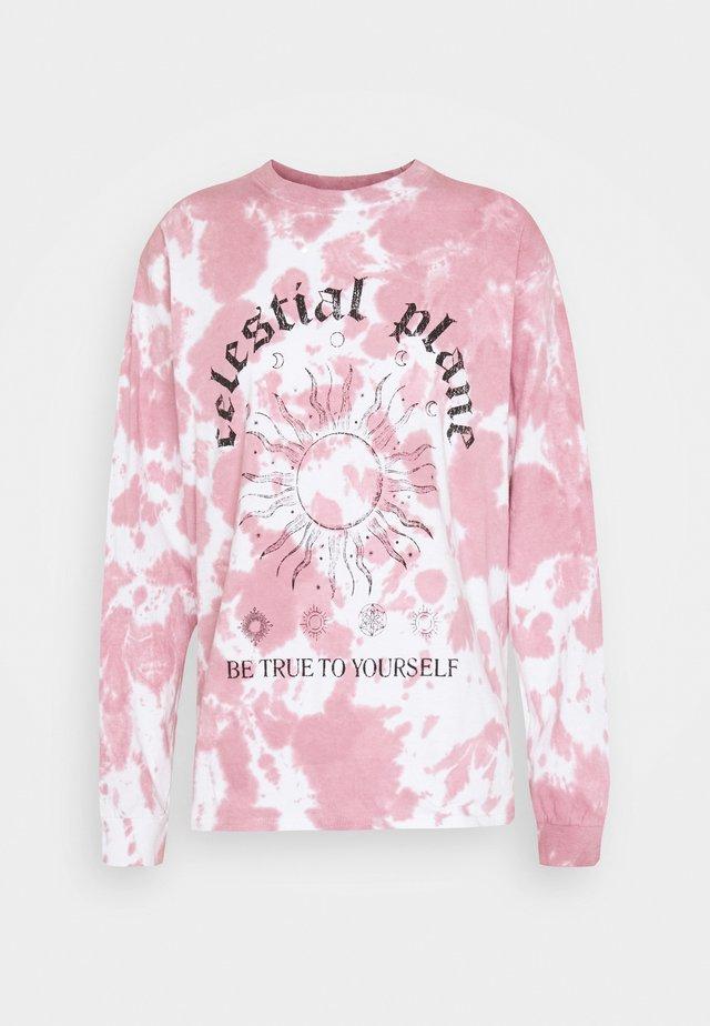 CELESTIAL PLANE DAD TEE - Camiseta estampada - burgundy