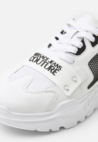 Versace Jeans Couture - SPEEDTRACK - Trainers - bianco ottico - 4