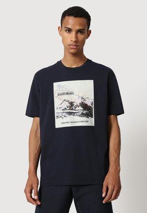 SIRUS - Print T-shirt - white graphic