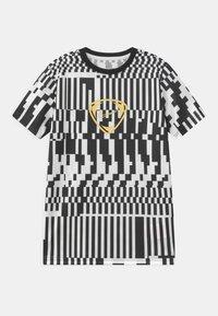 Nike Performance - DRY UNISEX - Print T-shirt - white/black/saturn gold - 0