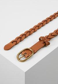 Polo Ralph Lauren - SMOOTH VACHETTA SKINNY BRAID - Pletený pásek - tan - 2