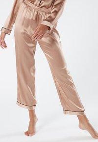 Intimissimi - LANGE HOSE AUS SATIN UND SEIDE - Pyjama bottoms - rose satin - 0