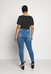 Missguided Plus - BUTTON FRONT LAWLESS - Jeans Skinny Fit - blue - 2