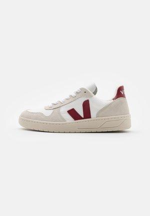 V-10 - Sneakers laag - white/marsala