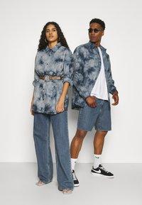 Mennace - AFTERMATH UNISEX - Camisa - grey - 1