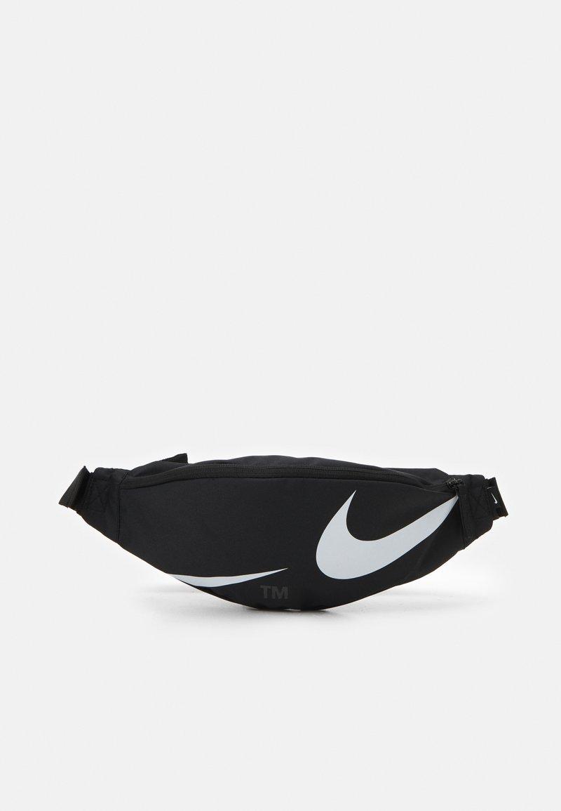 Nike Sportswear - HERITAGE WAISTPACK UNISEX - Bum bag - black/white