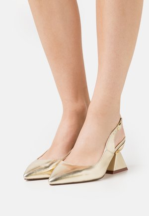 WIDE FIT PIERA - Classic heels - gold