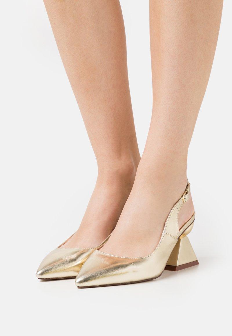 RAID Wide Fit - WIDE FIT PIERA - Classic heels - gold