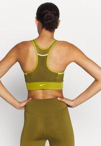 Nike Performance - POCKET BRA PAD - Sport BH - tent/olive flak/volt - 2