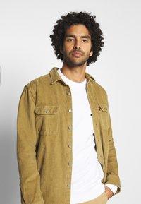 Calvin Klein - CHEST BOX LOGO - Sweatshirt - white - 3