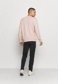 Calvin Klein - DYE CHESTLOGO - Mikina - pink - 2