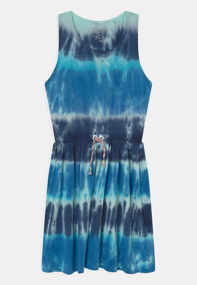 BATIK TEEN - Žerzejové šaty - sea blue