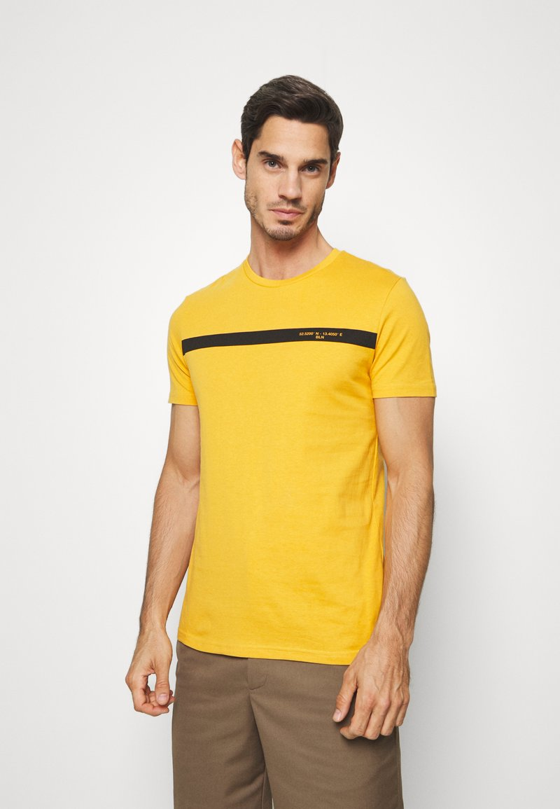 Pier One - T-shirt z nadrukiem - yellow
