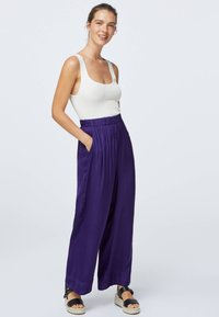 OYSHO - Kangashousut - dark purple - 0