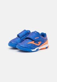 Joma - XPANDER JUNIOR UNISEX - Indoor football boots - royal/orange - 1