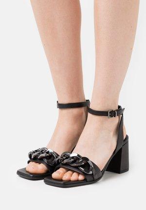 LOU - Sandaalit nilkkaremmillä - schwarz
