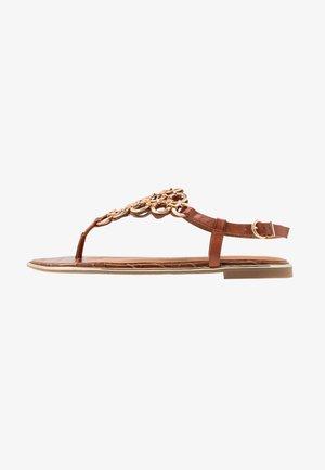 Sandály s odděleným palcem - brandy