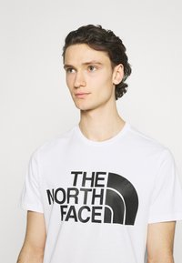 The North Face - STANDARD TEE - Printtipaita - white - 3