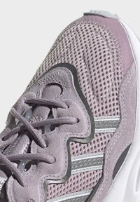 adidas Originals - OZWEEGO SHOES - Trainers - purple - 8