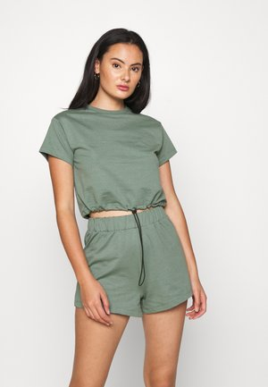 SET - Sweatshirt and Short - Kraťasy - green