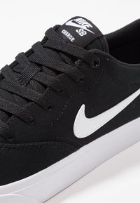 Nike SB - CHARGE SLR - Matalavartiset tennarit - black/white - 5