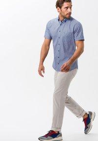 BRAX - STYLE CADIZ - Slim fit jeans - sand - 1