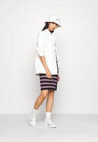 Tommy Jeans - SIDE SLIT STRIPE DRESS - Etuikjoler - dark blue/white - 1