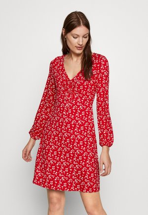 DITSY RUCHED DETAIL FIT AND FLARE DRESS - Trikoomekko - red
