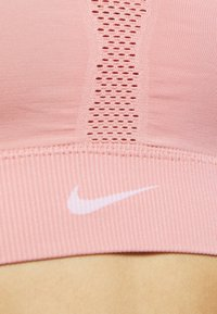 Nike Performance - INDY SEAMLESS BRA - Sport BH - rust pink/white - 5