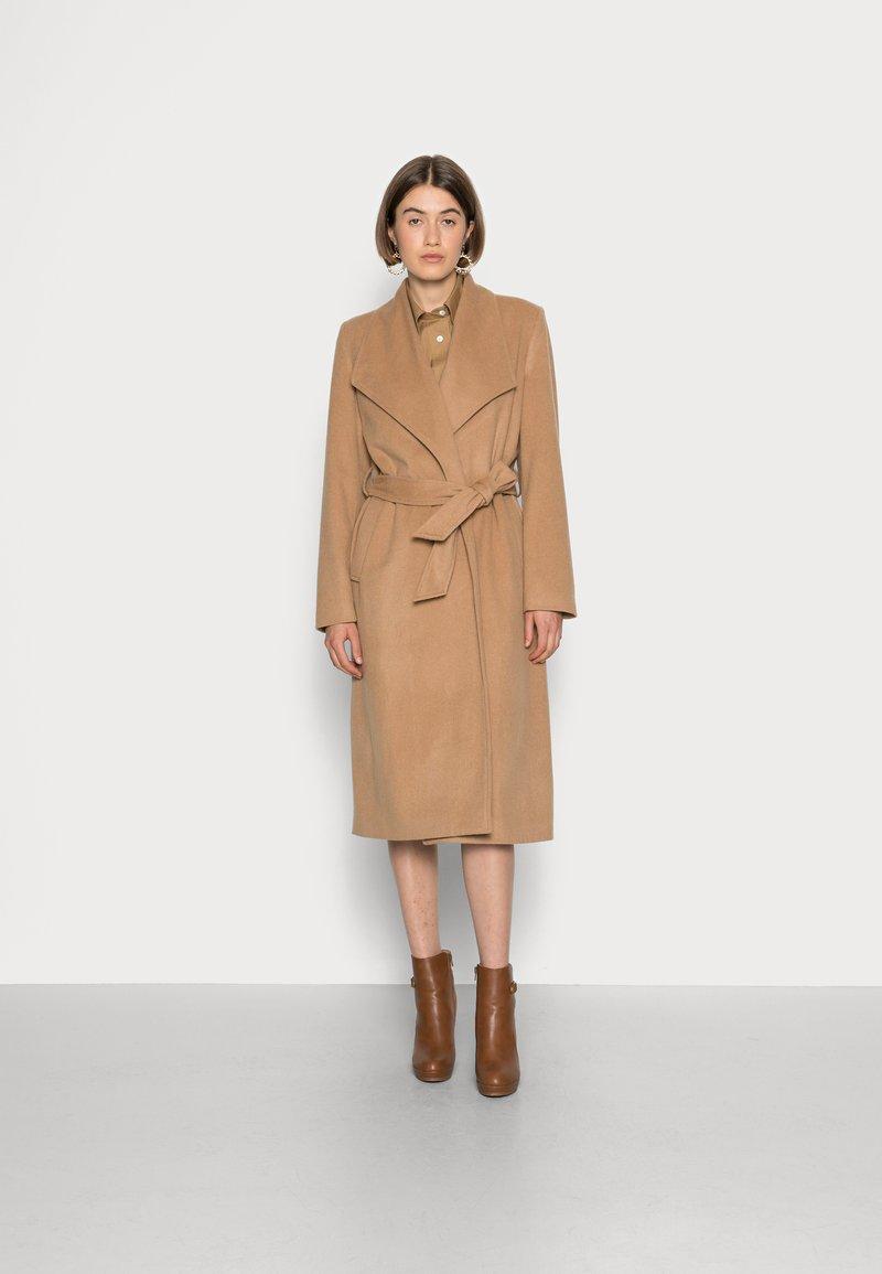 Selected Femme - SLFROSE COAT - Classic coat - camel