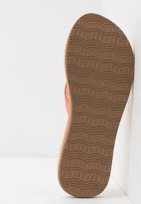 Reef - CUSHION - Sandály s odděleným palcem - cantaloupe - 6