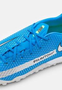 Nike Performance - PHANTOM GT ACADEMY TF - Astro turf trainers - photo blue/metallic silver/rage green - 5