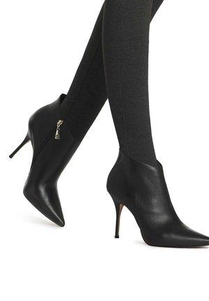 MARIARA  - Kotníková obuv na vysokém podpatku - black