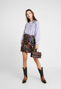 Lost Ink - SHIRRED DETAIL FRONT BLOUSE - Blus - purple - 1