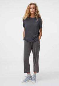 OYSHO - Basic T-shirt - grey - 1