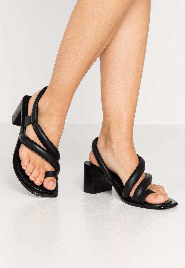 VIDAL PADDED - Sandalias de dedo - black