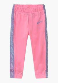 Nike Sportswear - COLORSHIFT TAPING TRICOT SET - Træningssæt - pink - 2