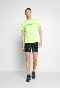 La Sportiva - FREEDOM TIGHT SHORT - Leggings - black/yellow - 1