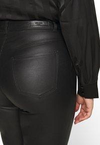 Vero Moda Curve - VMLORA COAT PANTS - Jeans Skinny Fit - black - 6