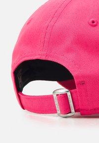 New Era - FEMALE CAMO INFILL 9FORTY - Czapka z daszkiem - pink - 3