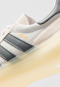adidas Performance - SPEZIAL BOOST - Indoorskor - orange tint/core white/grey six - 5