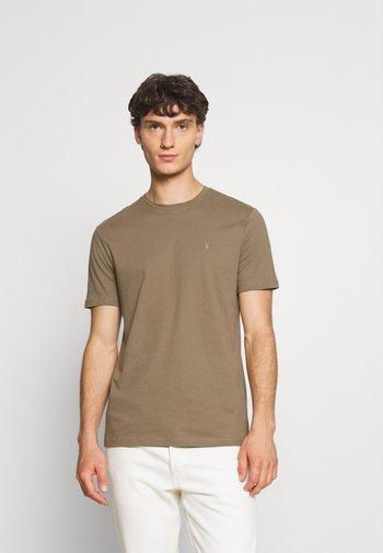 BRACE CREW - Print T-shirt - alpine brown