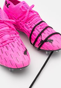 Puma - FUTURE 6.1 NETFIT FG/AG - Chaussures de foot à crampons - luminous pink/black - 5