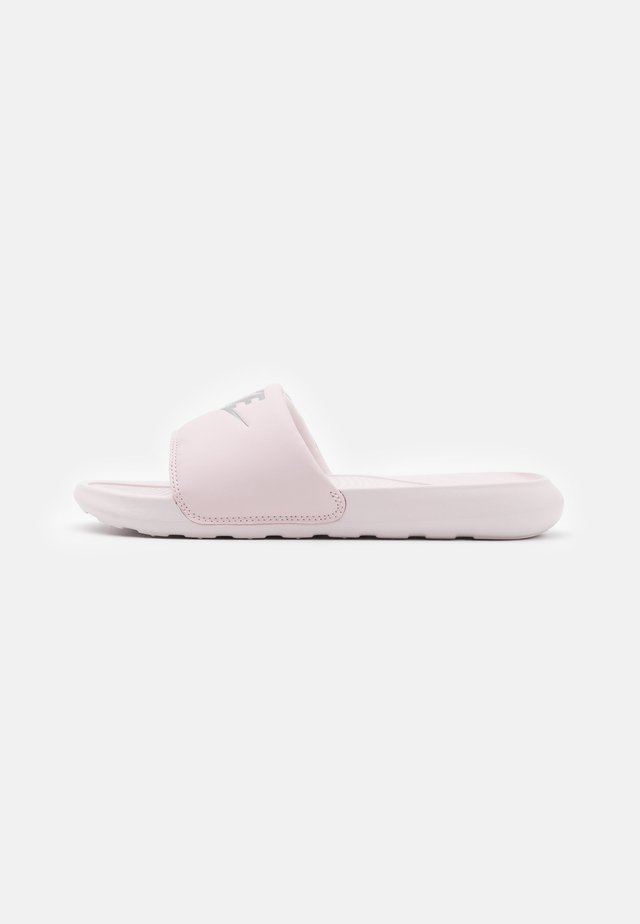 VICTORI SLIDE - Mules - barely rose/metallic silver