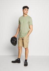 Oakley - BARK - T-Shirt print - olive - 1