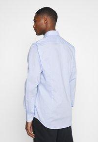 Tommy Hilfiger Tailored - MINI CHECK SLIM FIT - Shirt - light blue/white - 2