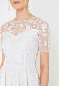 BEAUUT - Koktejlové šaty/ šaty na párty - white - 3